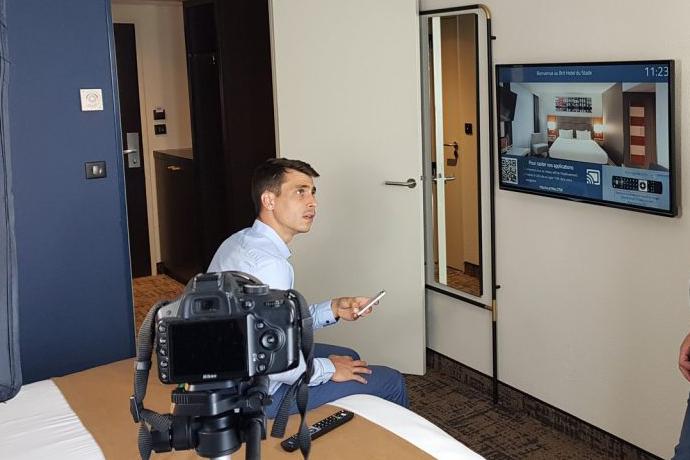 Tournage du film de présentation du service de Chromecast pour Comminter dans le Brit Hôtel du Stade à Rennes